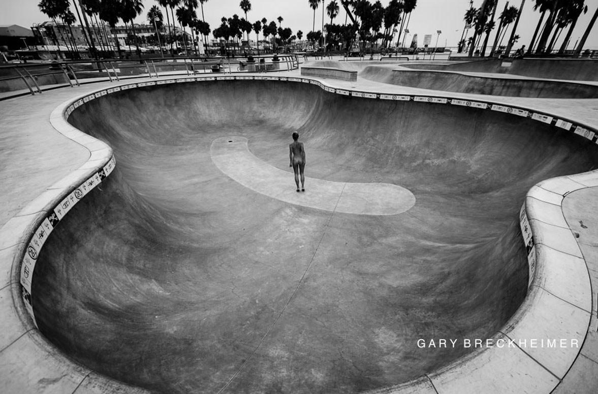 на улицах Венеции обнаженная Мариса Папен / Marisa Papen nude in LA by Gary Breckheimer - Venice Vacant Hour