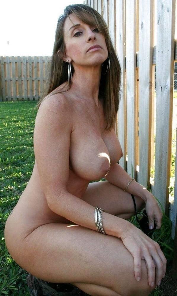 Naked mature thai women-6795
