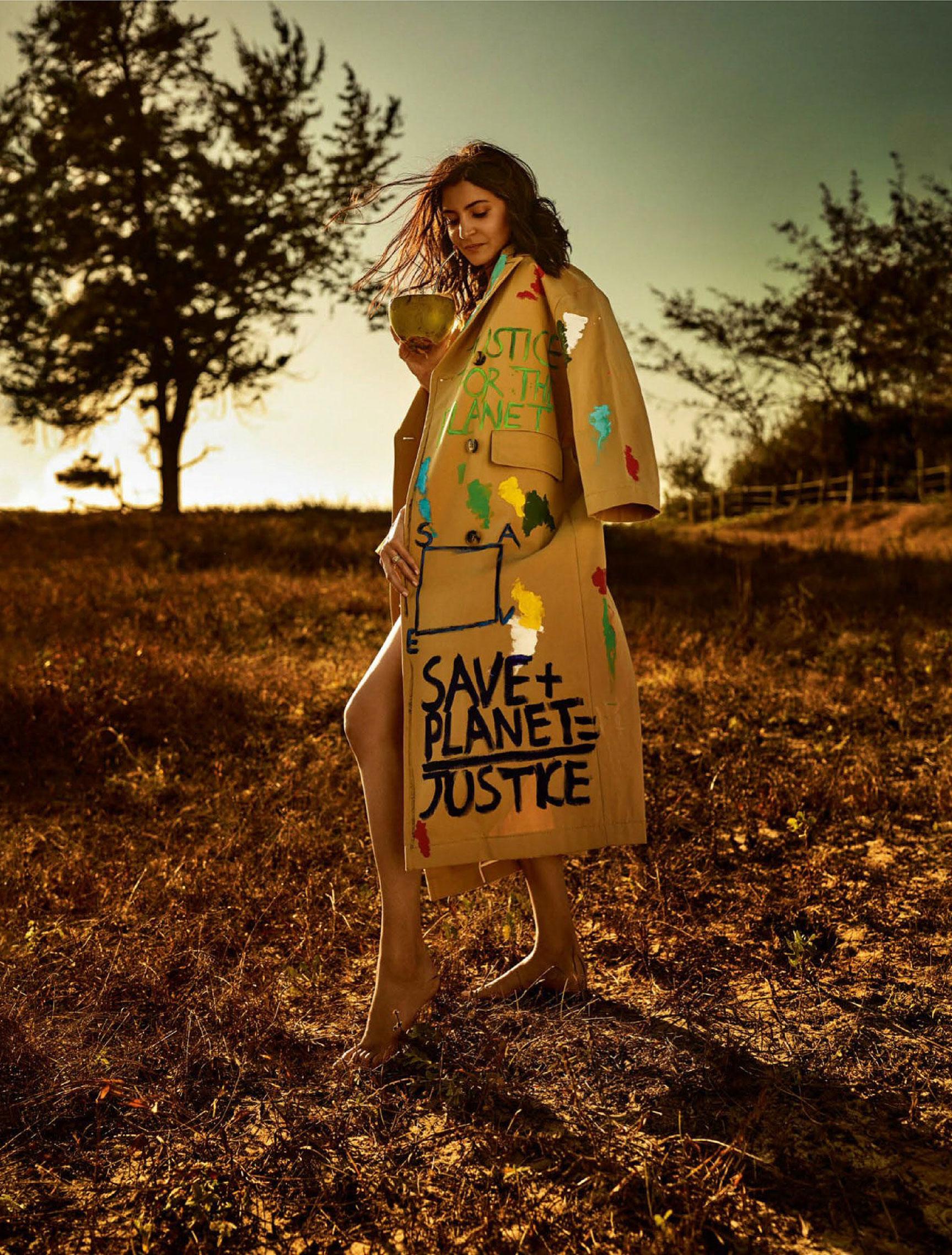 Анушка Шарма в новинках модных брендов на побережье Гоа / фото 06