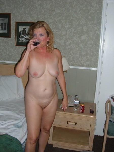 Free pics naked mature women-3755