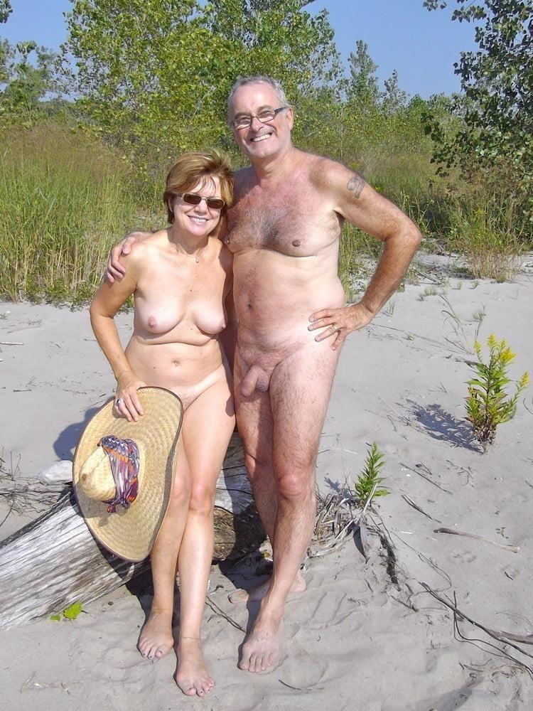 Mature couples copulating-9116