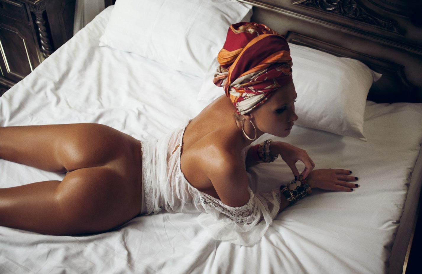 Голая Марина Полнова в постели / фото 10