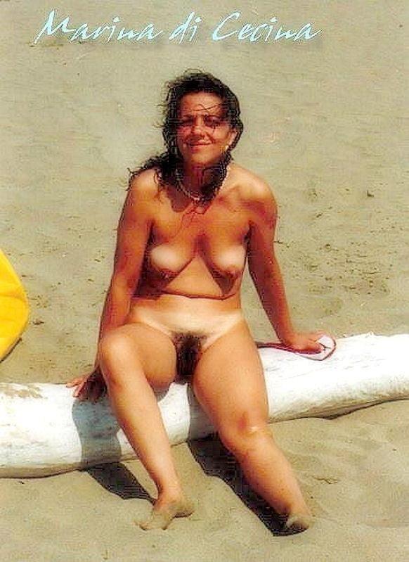 Public beach swinger-8284