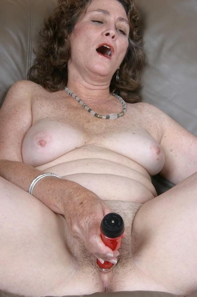 Licking her clit-3014