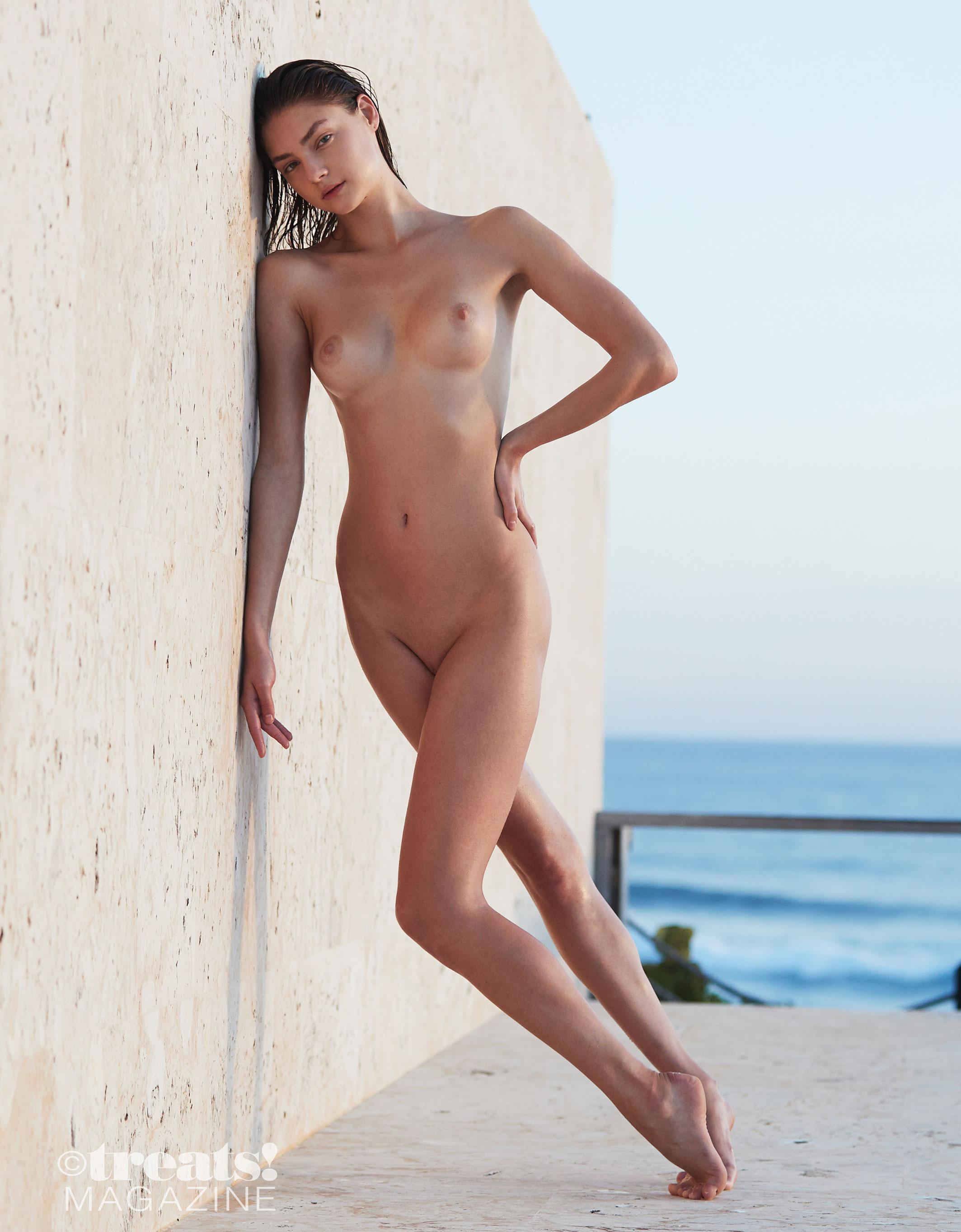 голая Вика Левина на страницах журнала Treats! / фото 16