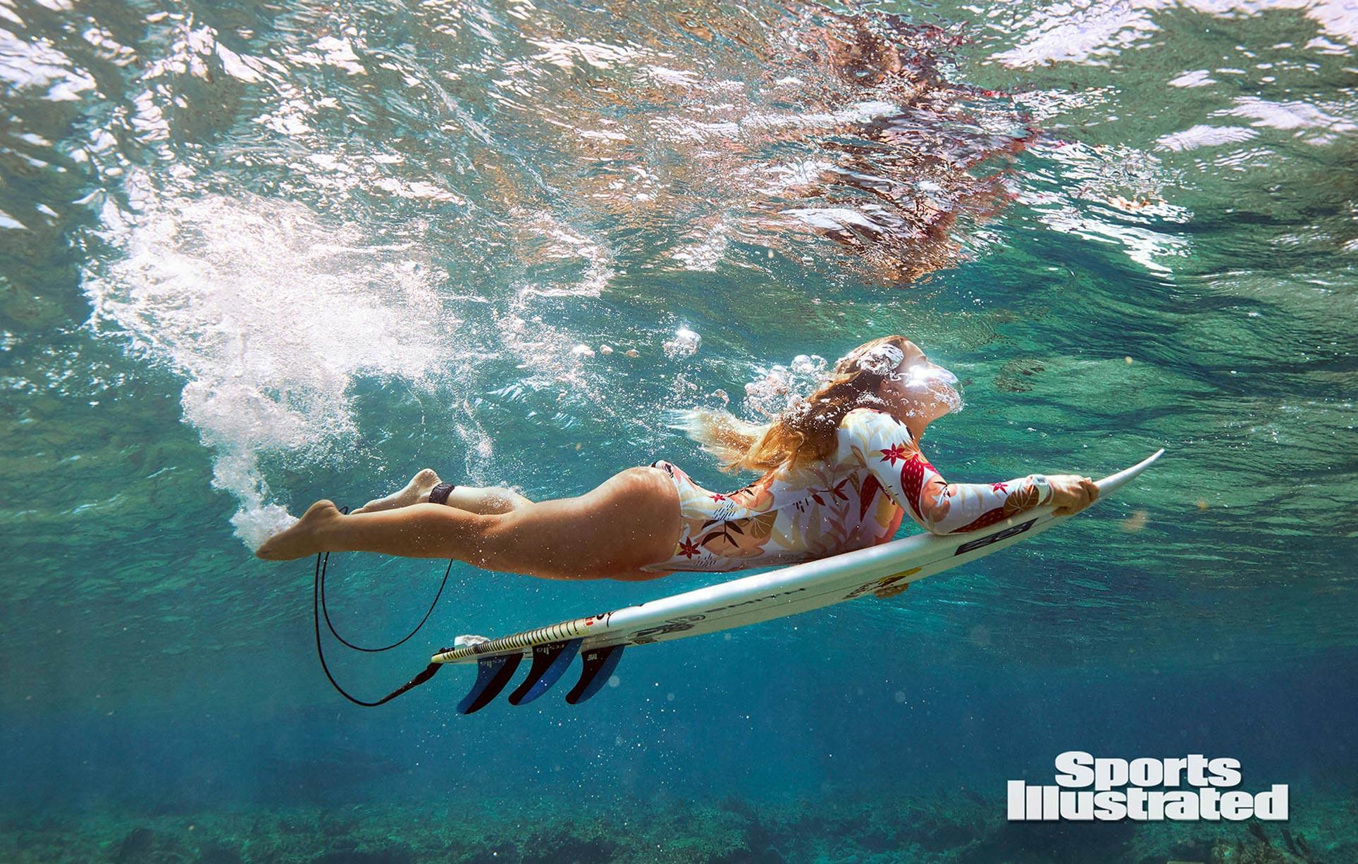 Каролина Маркс в каталоге купальников Sports Illustrated Swimsuit 2020 / фото 05