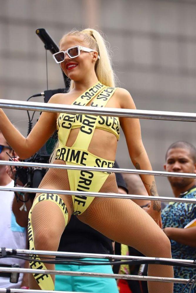 Luísa Sonza nua no carnaval