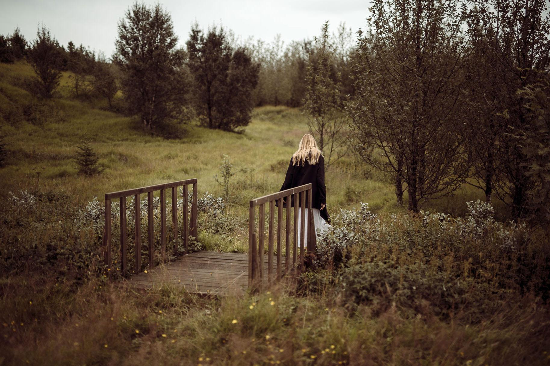 Яна Нагорняк гуляет по лесам и полям Исландии / фото 04