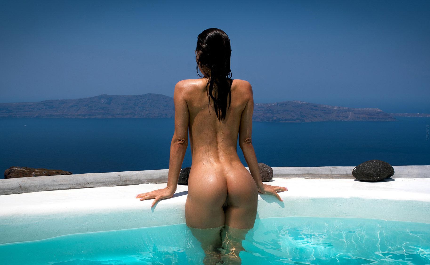 голая Кристина Макарова в бассейне над островом Санторини / фото 10