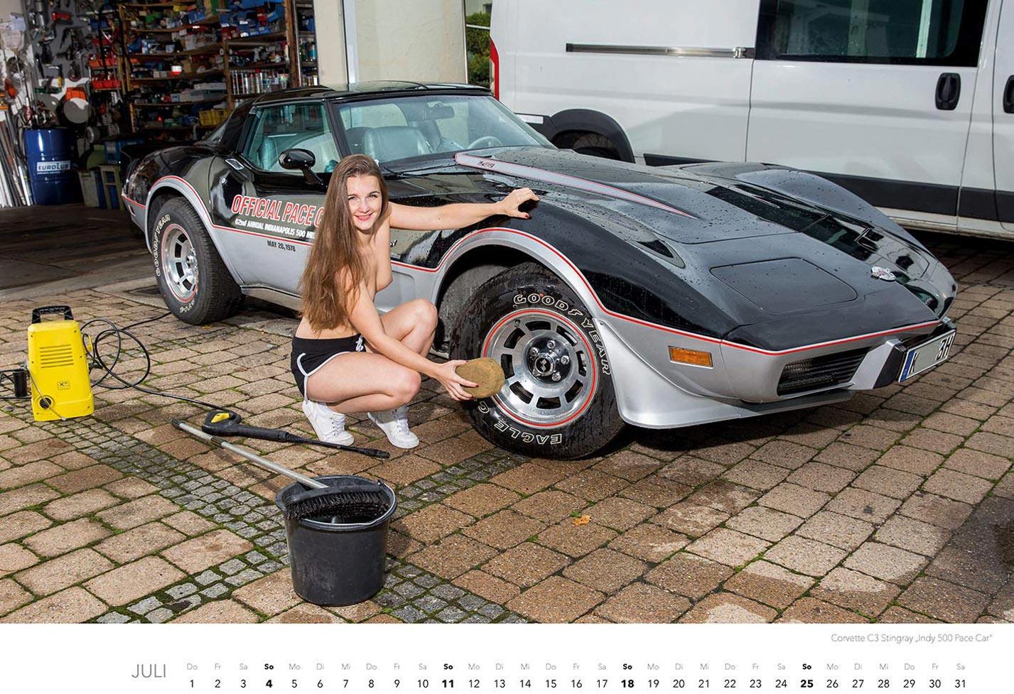 Эротический календарь с сексуальными полуголыми девушками, моющими машины / июль