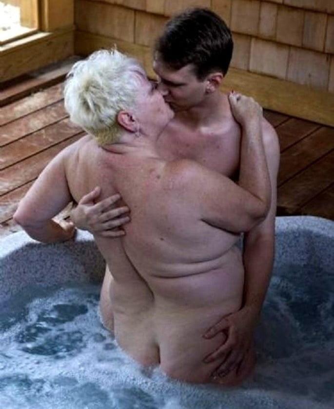 Pics naked grannies-2528
