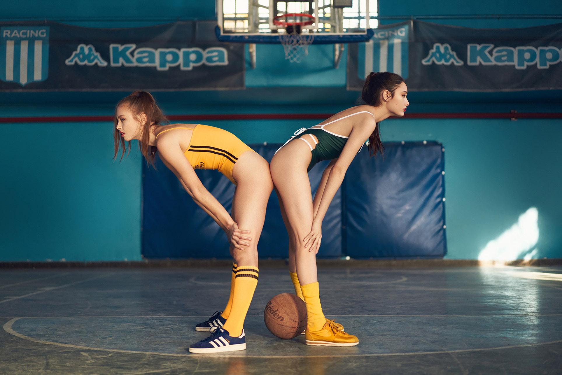 занимаемся спортом с двумя девушками / Sofía Toledo and Sofi Girich by Ale Bauducco