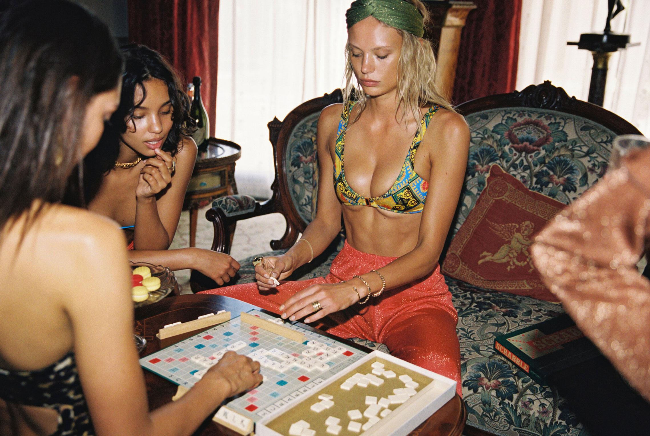 гедонистические развлечения богемы в рекламной кампании коллекции курортной одежды Sommer Swim 2020 / фото 36