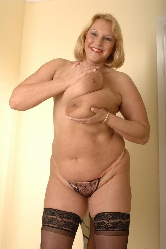 Mature in stockings pic-6773
