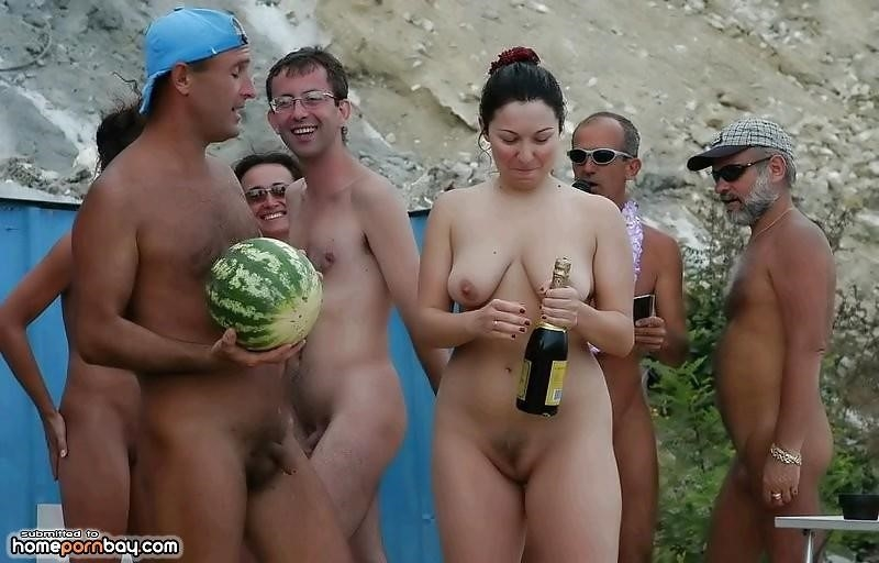 Outdoor nude babe-1208