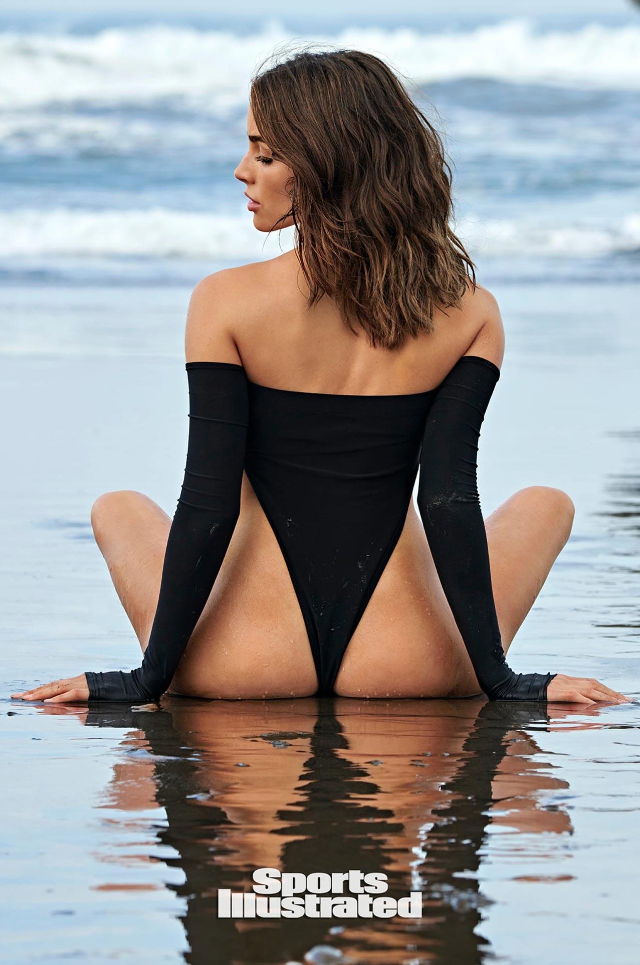 Оливия Калпо в каталоге купальников Sports Illustrated Swimsuit 2020 / фото 02