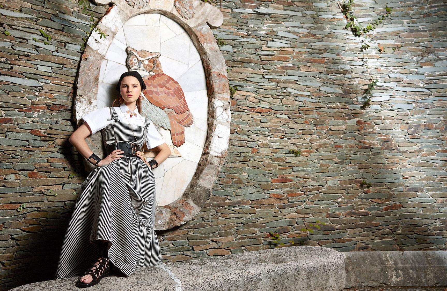 Джульетта Дюфур демонстрирует модные новинки в Chateau De Nice / фото 01