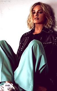 Margot Robbie E9LPfSnl_o