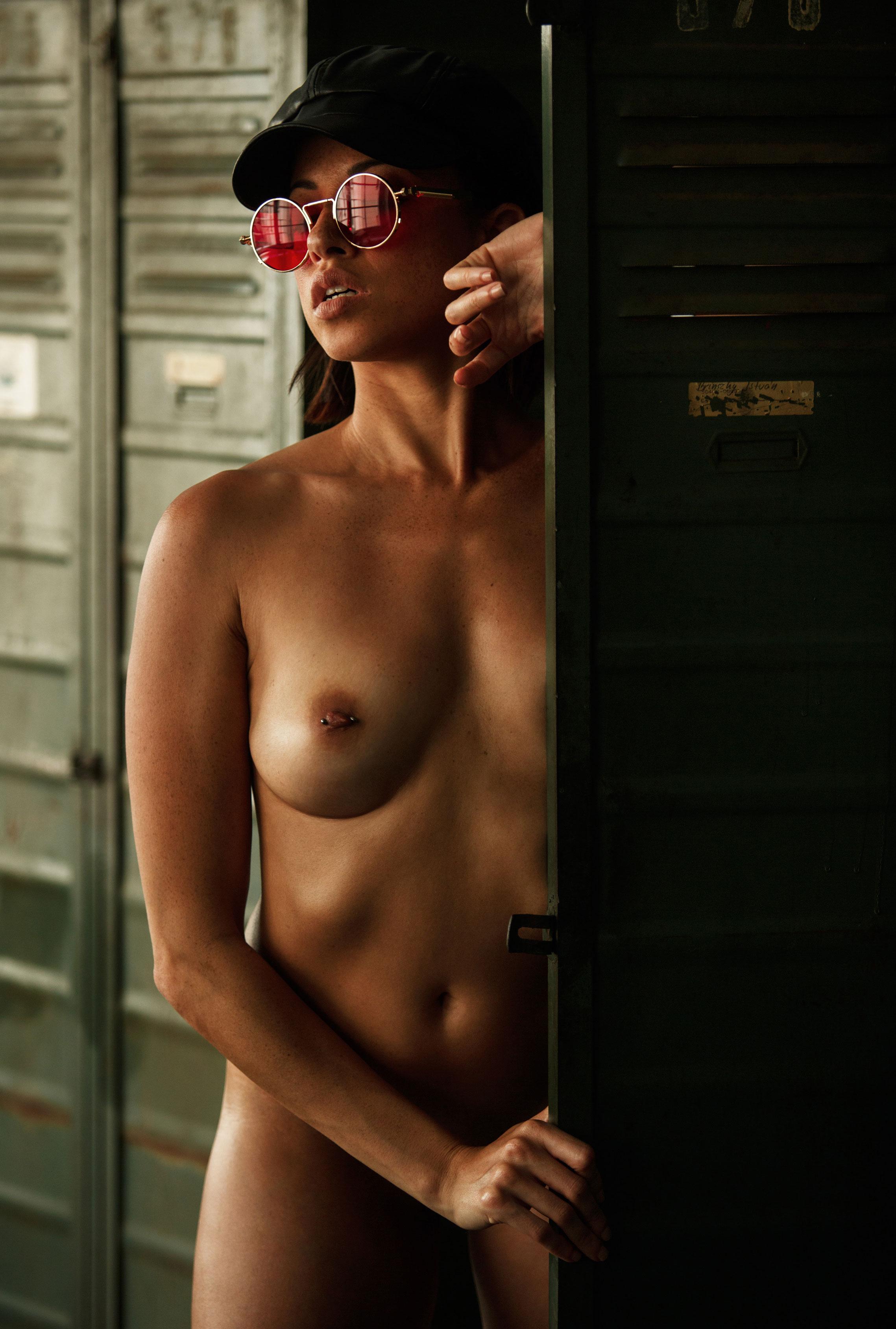 голая Клара в спортзале / фото 22