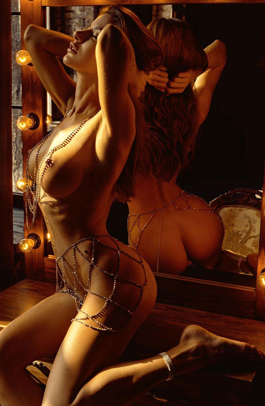 Сексуальная голая девушка в драгоценных цепях / фото 22