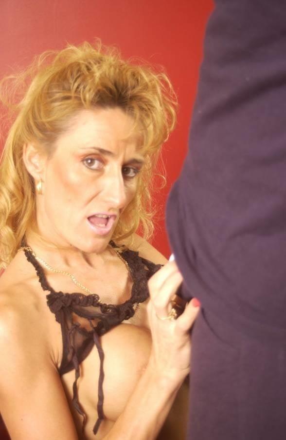 Naked milf blow job-8954
