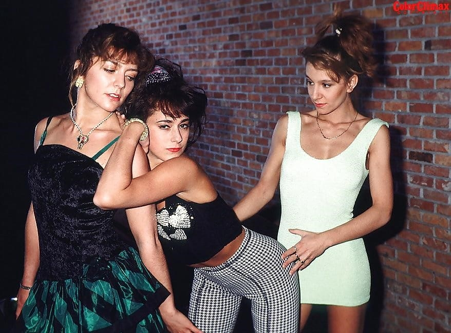 Brunette lesbian threesome-7465
