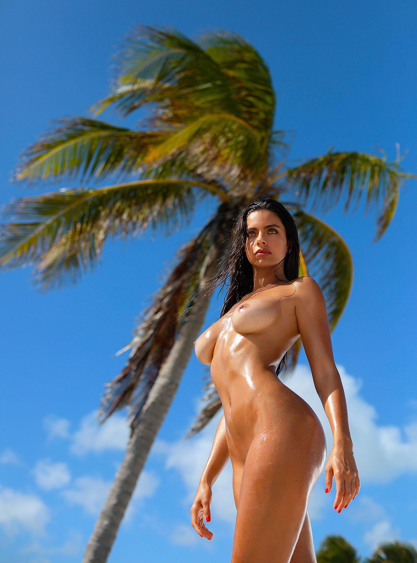 Голая пуэрториканка Присцилла Хаггинс на пляже Тулума / фото 26