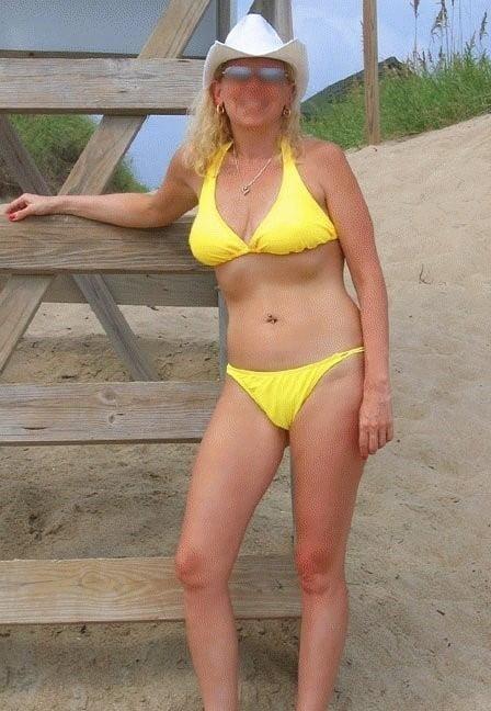 Mature amateur bikini pics-1052
