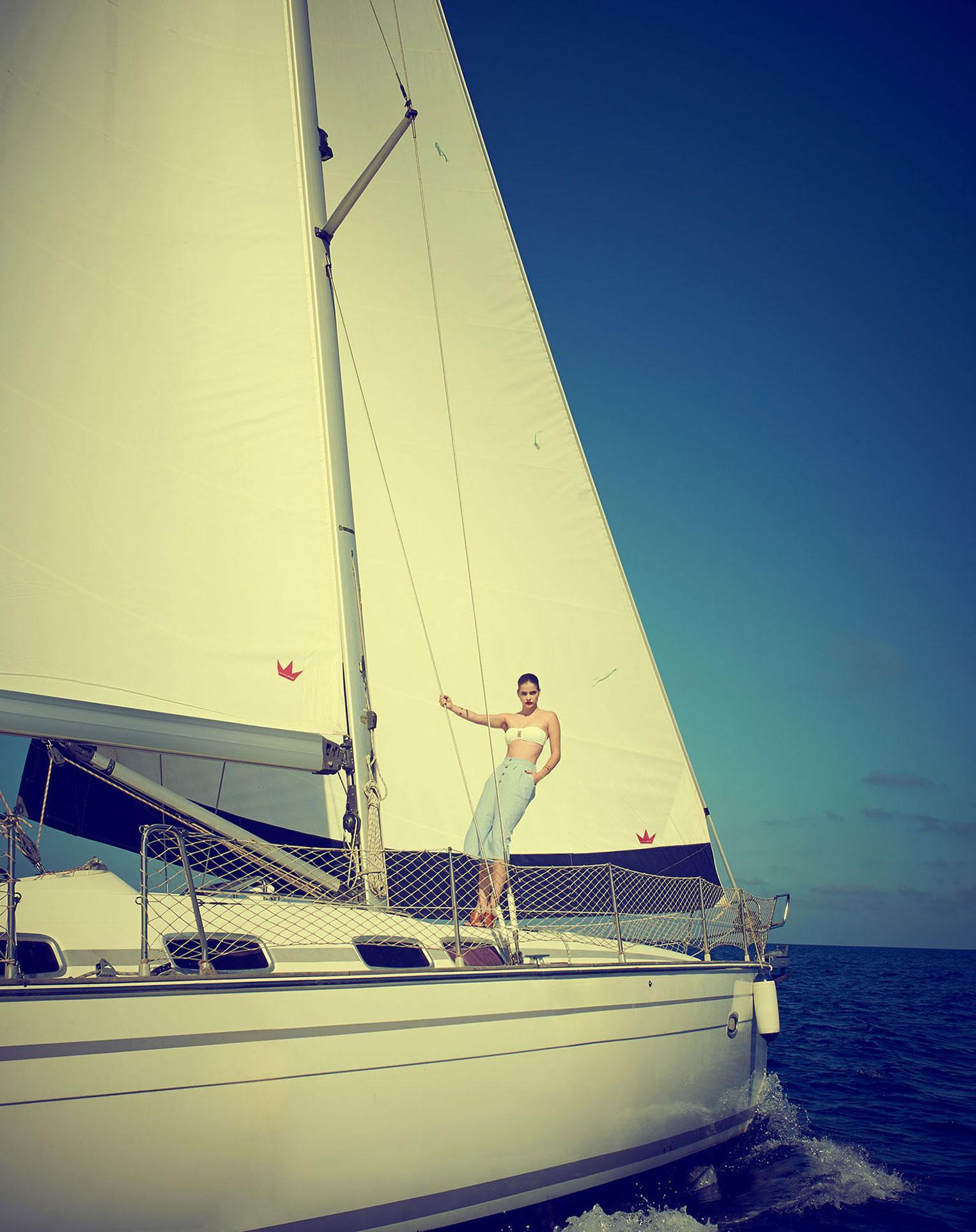 На яхте под жарким солнцем / Барбара Палвин, фотограф Хеви Мунтане / фото 07