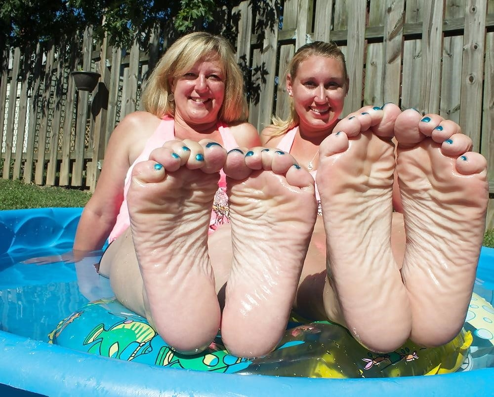 Young foot porn-8696