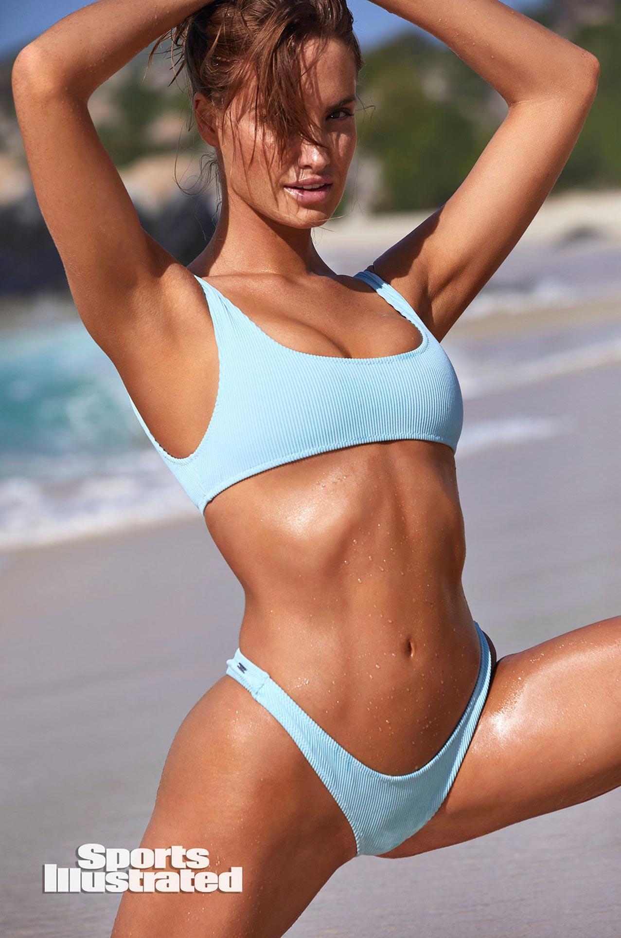 Хейли Калил в каталоге купальников Sports Illustrated Swimsuit 2020 / фото 13