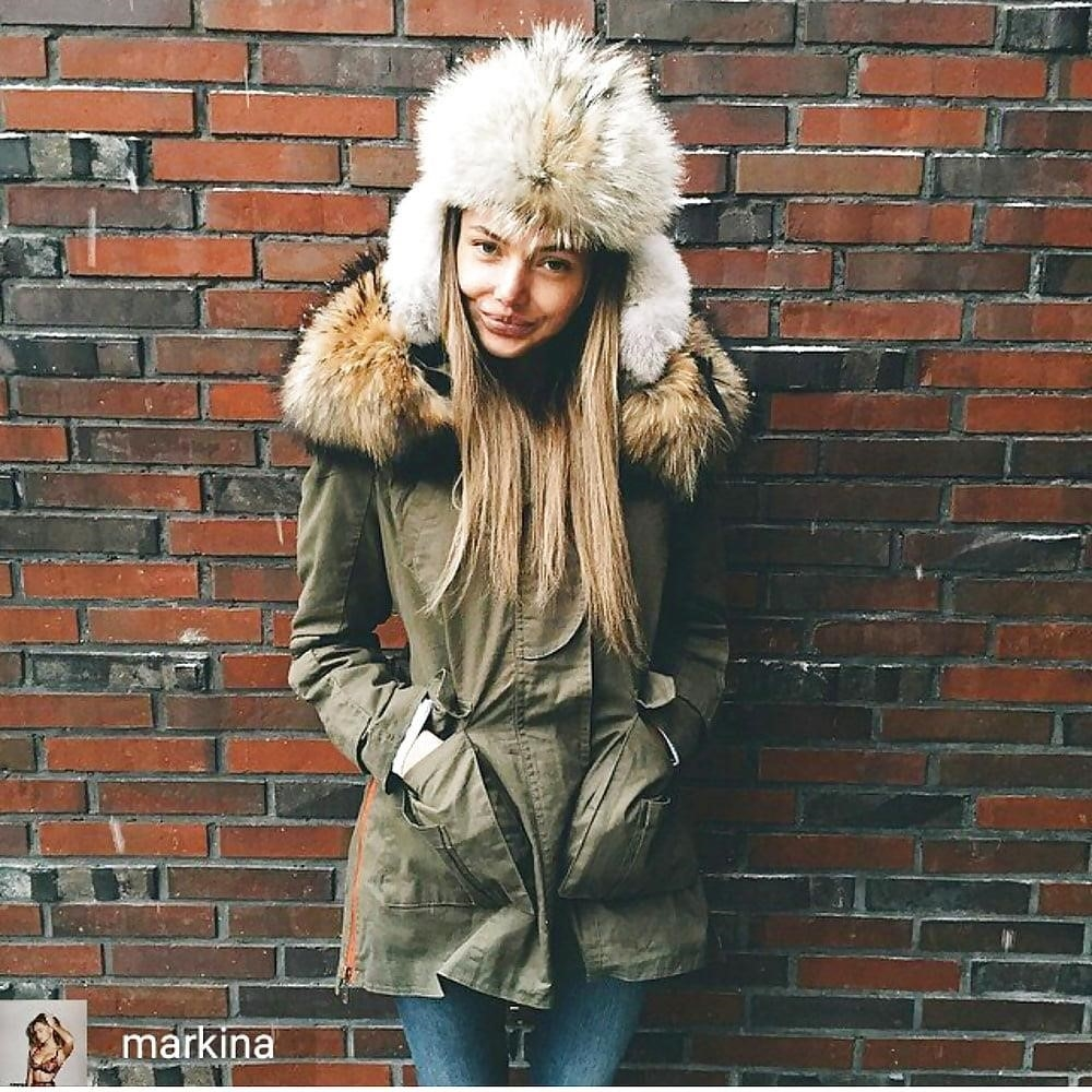 Jean jacket with brown fur-8382