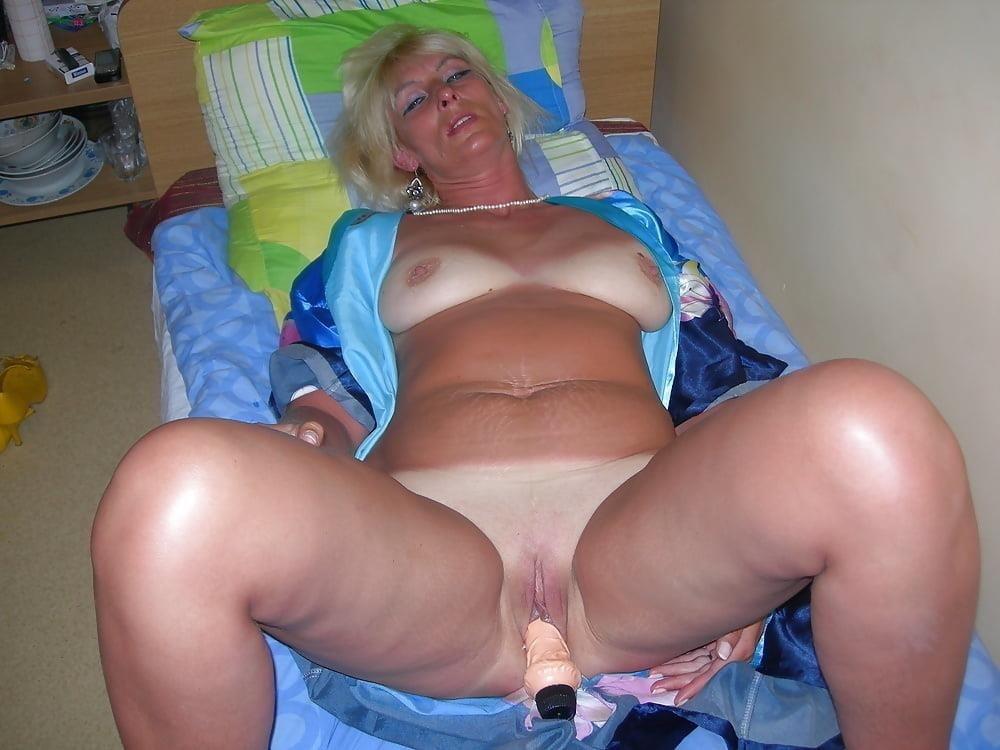 Naked mature tgp-9547