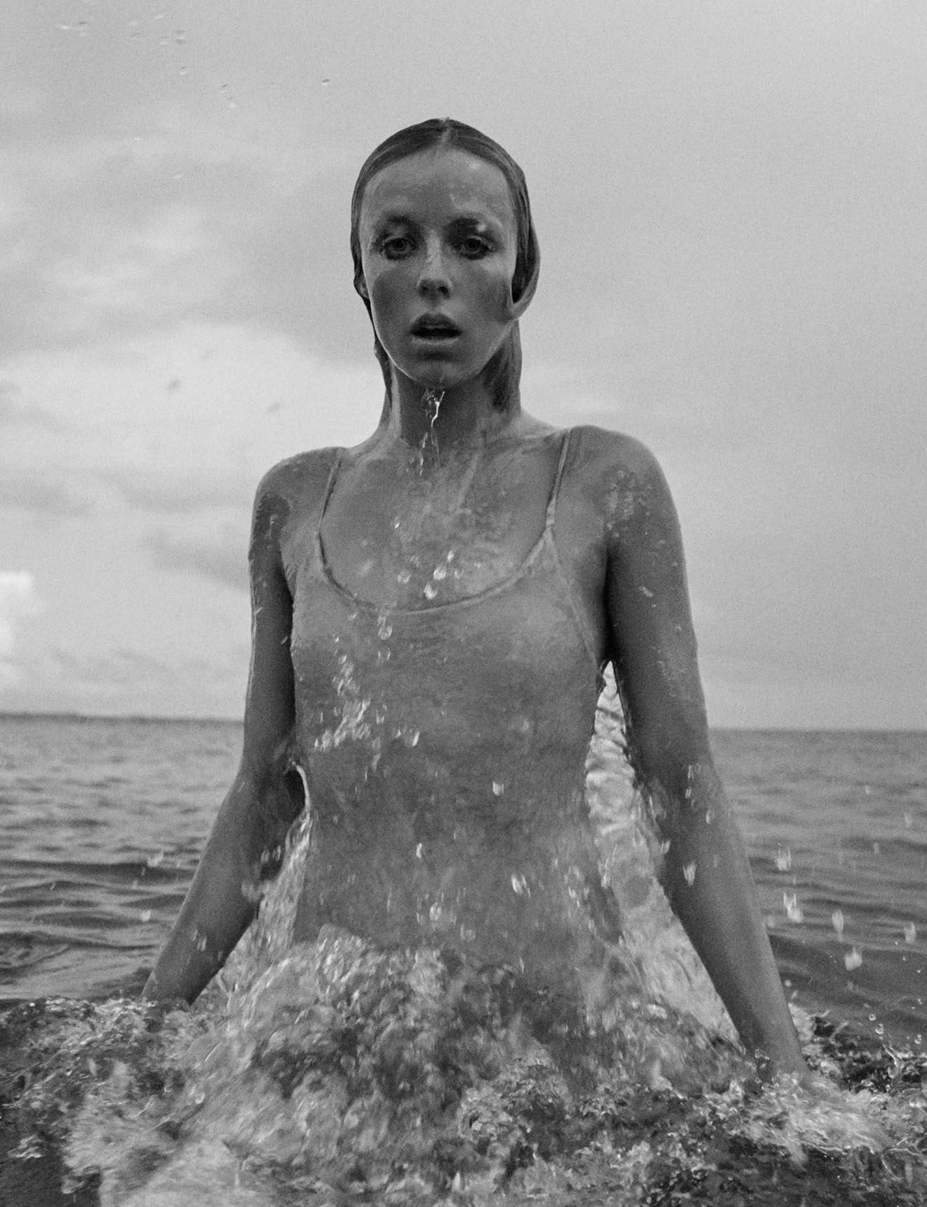 Loin des paves la plage / Edie Campbell by Mikael Jansson - Vogue Paris june/july 2018