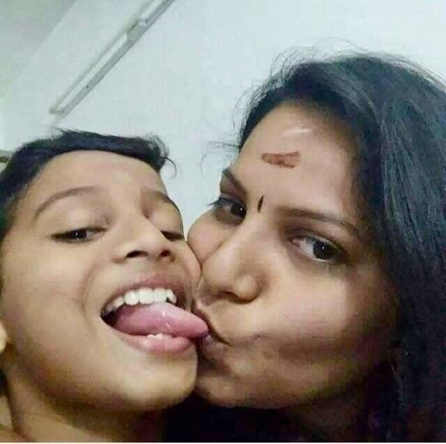Desi kissing girl-2895