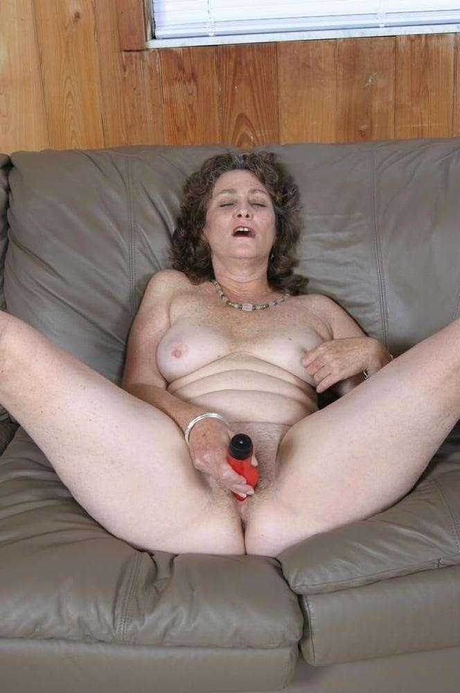 Licking her clit-8408