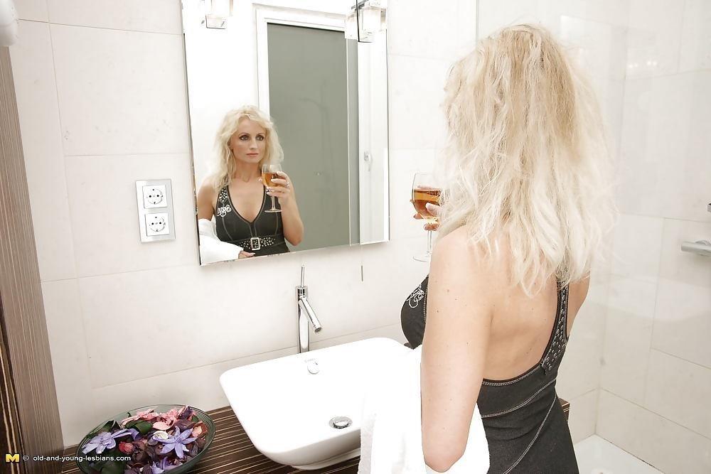 Mother daughter lesbian sex pics-9145