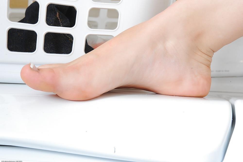Young porn feet-8315