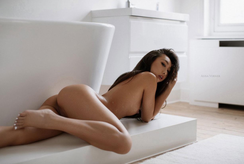 голая азиатская девушка в ванной / фото 09