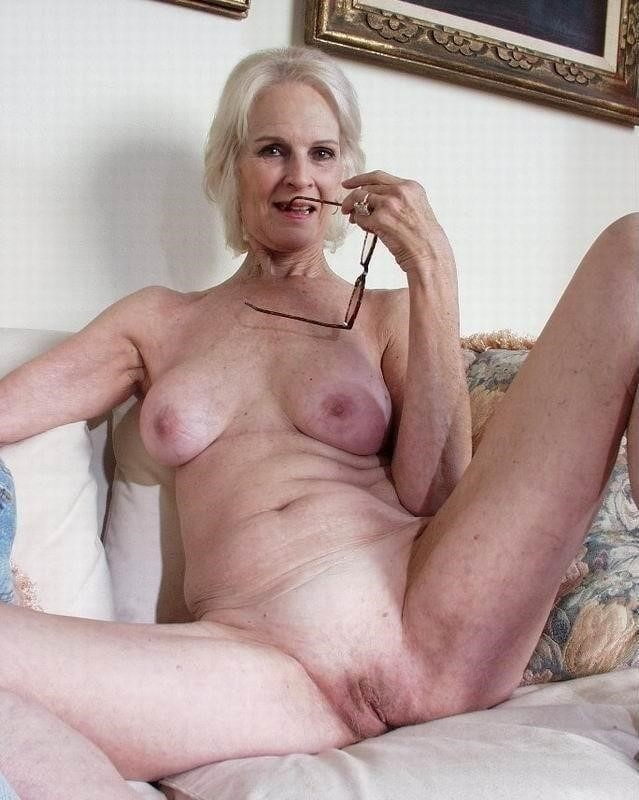 Naked granny porn-7678