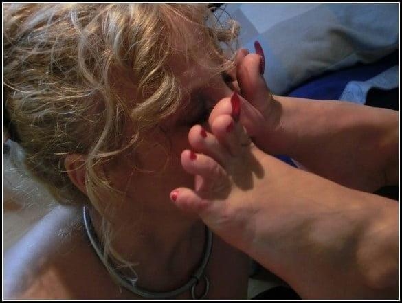 Woman foot slave-7157