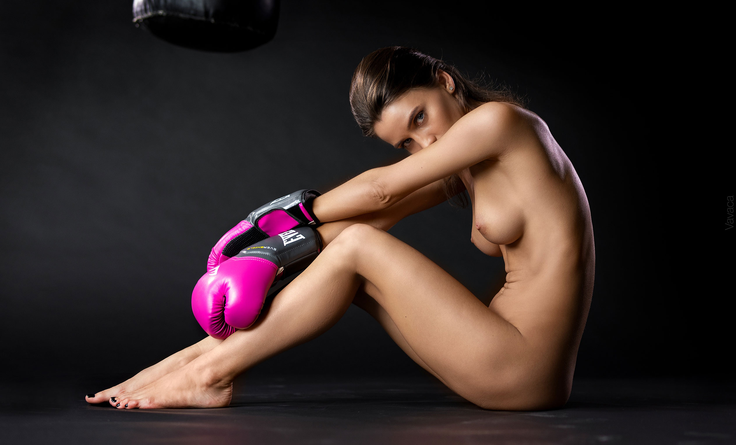 голая Кристина Макарова занимается боксом / фото 05