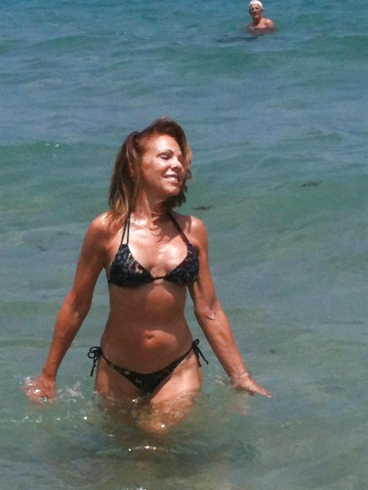 Beautiful mature women in bikinis-6093