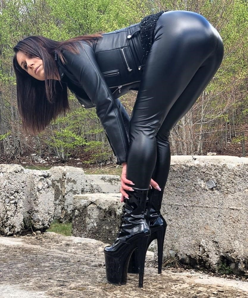 Women in leather porn-7995