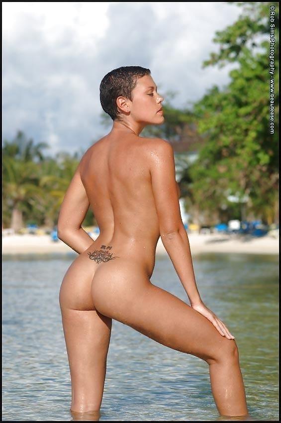 Beautiful fit naked women-9685