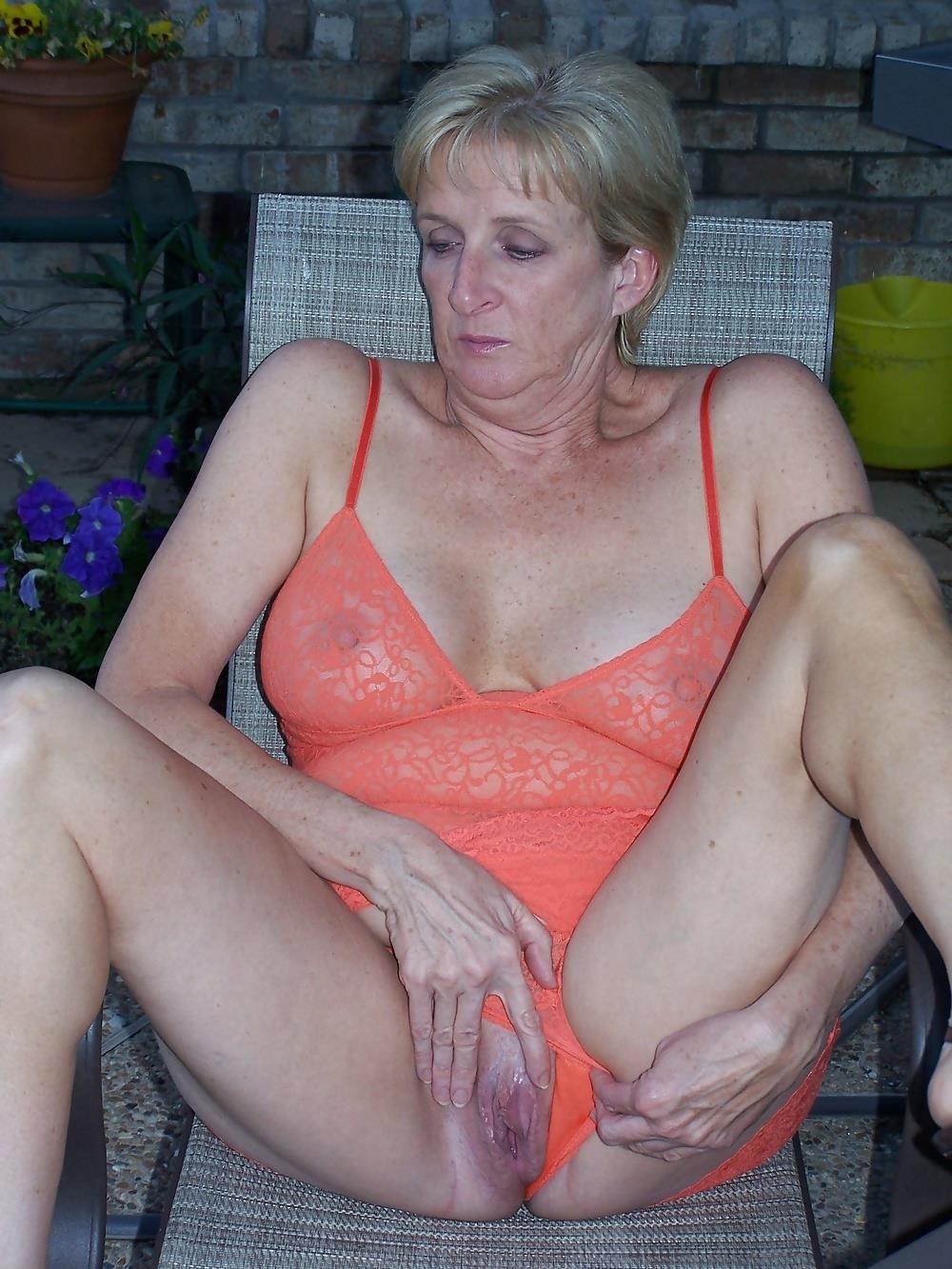 Chubby mature granny-4258