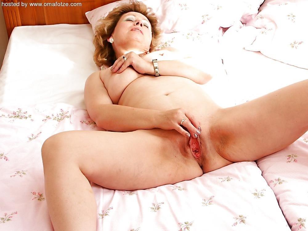 Granny lesbian porn pictures-9920