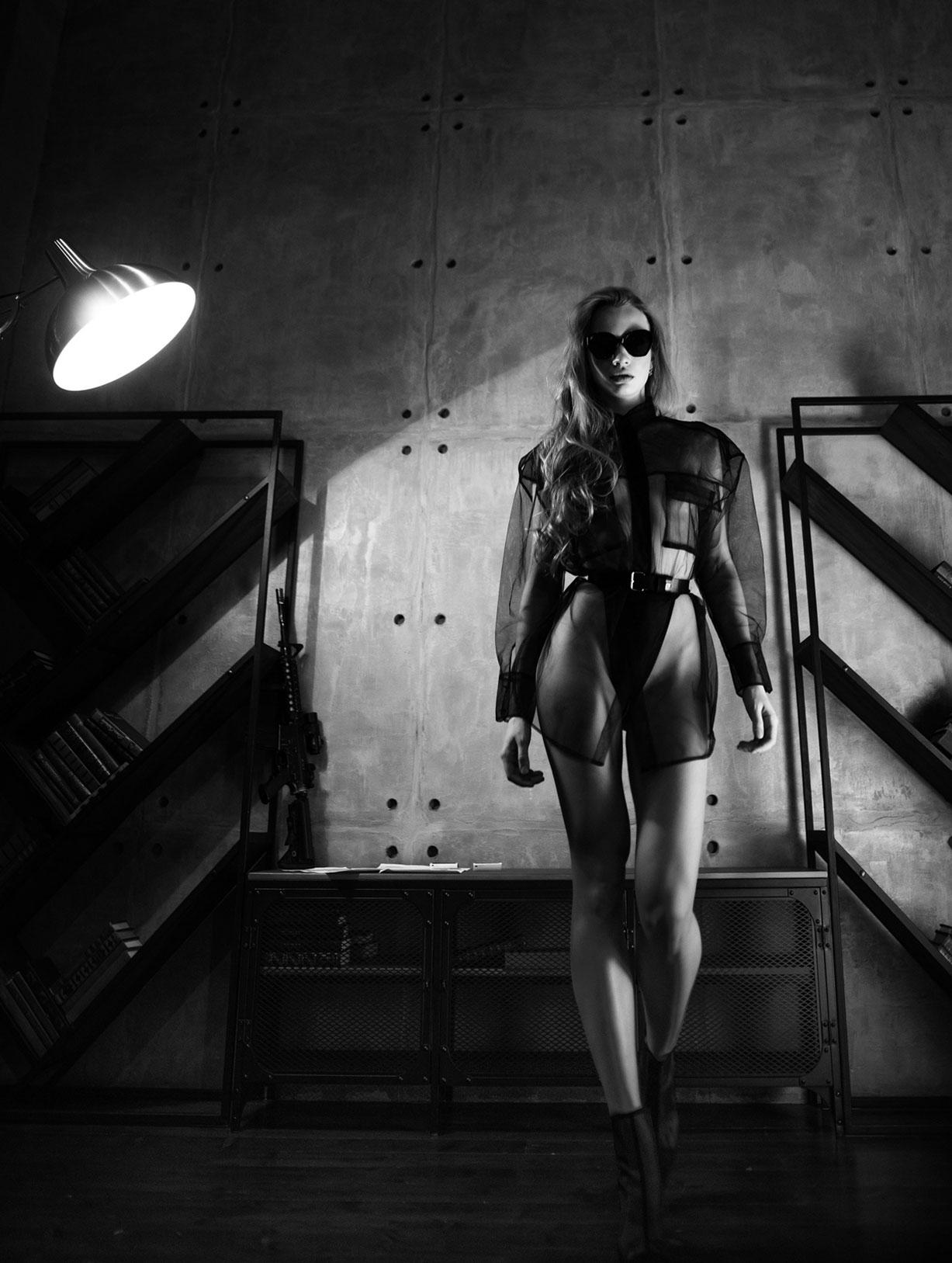 Сексуальный секретный агент во вражеском штабе / фото 02