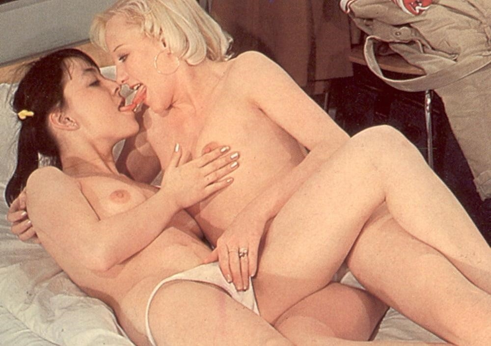 Hot girls kissing hot girls-7855
