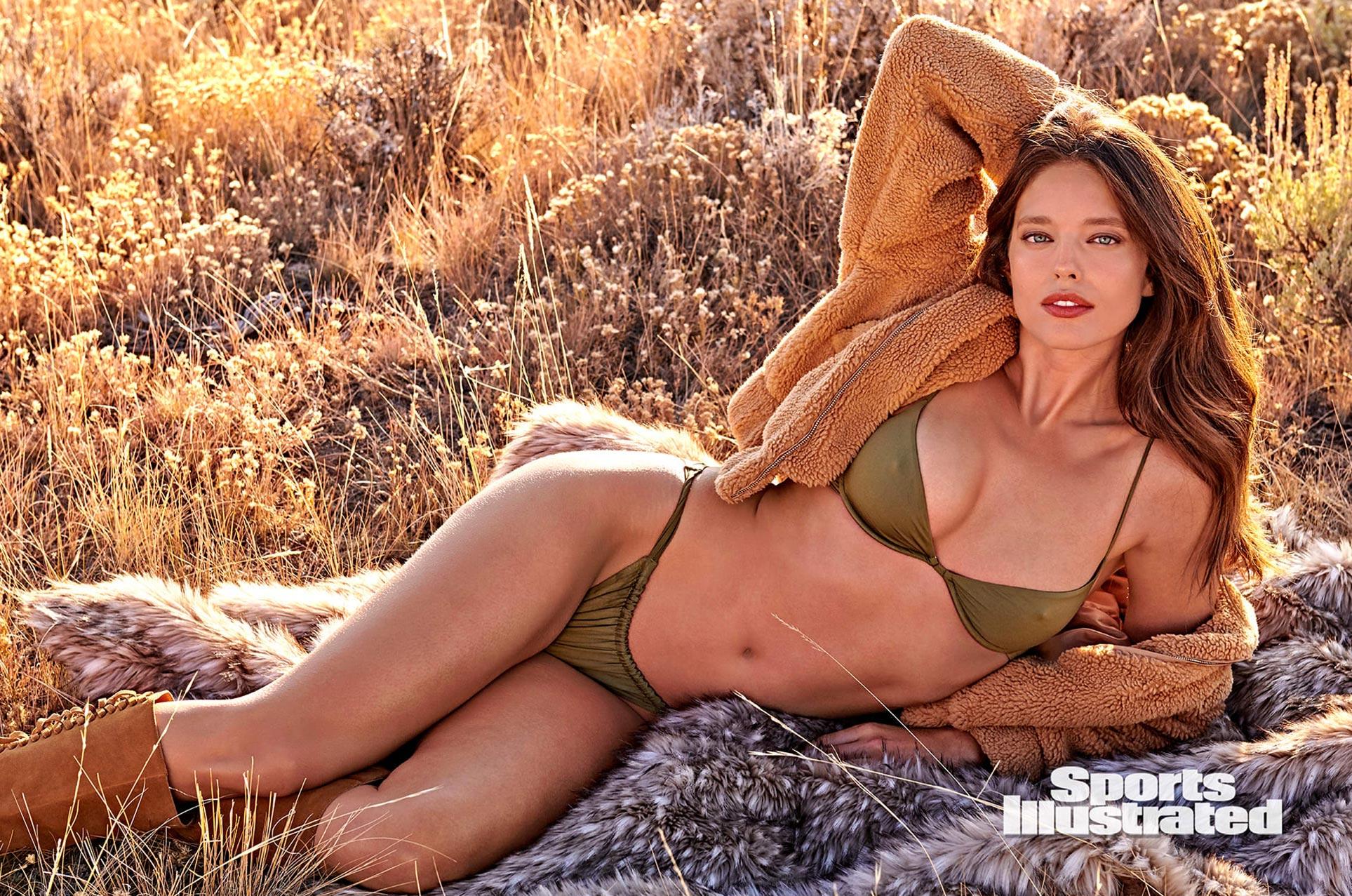 Эмили ДиДонато в каталоге купальников Sports Illustrated Swimsuit 2020 / фото 03